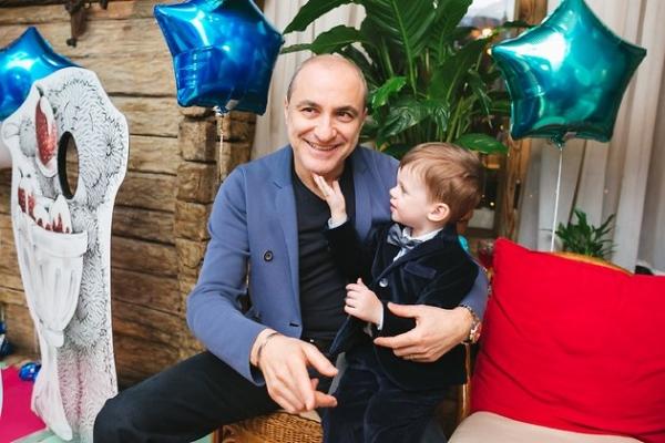 Михаила Турецкого поздравляют с рождением внучки
