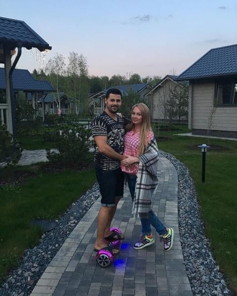 Беременная Дарья Пынзарь устроила пикник с Ксенией Бородиной