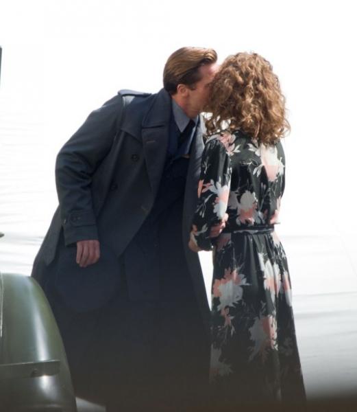 Брэда Питта застали за поцелуями с другой женщиной