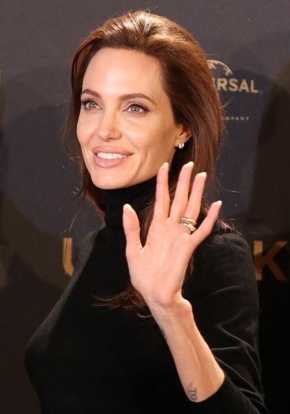 Анджелину Джоли пригласили преподавать в Лондонской школе экономики