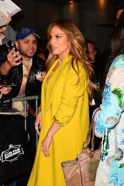 Дженнифер Лопес на вечеринку NBC пришла в шикарном платье