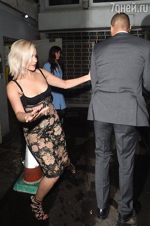 Дженнифер Лоуренс не удержалась на ногах во время премьеры