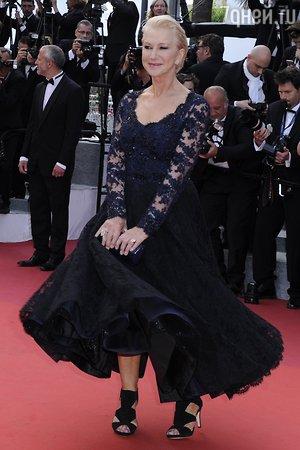 70-летняя Хелен Миррен упала на премьере в Каннах