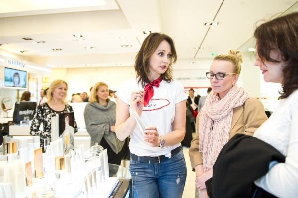 Юлия Снигирь стала продавцом-консультантом