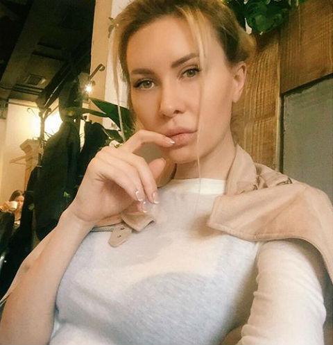 Элина Камирен заговорила о груди восьмого размера