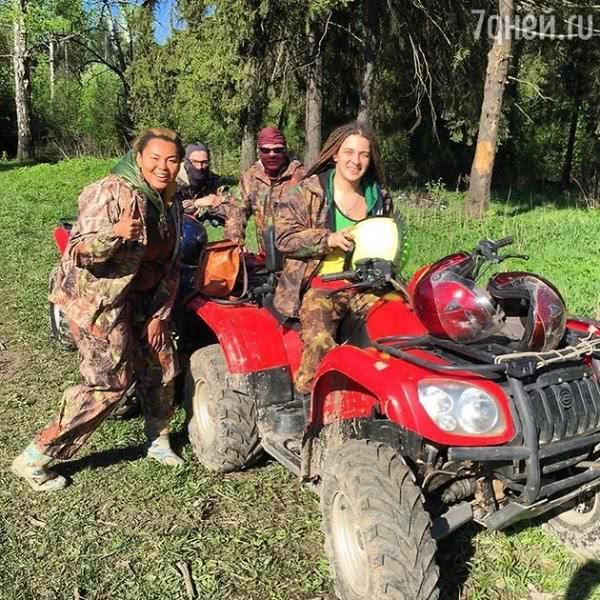 Корнелия Манго за месяц до свадьбы устроила экстремальный отдых