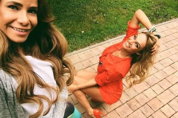 Алена Водонаева и Айза Долматова: как рушилась крепкая дружба