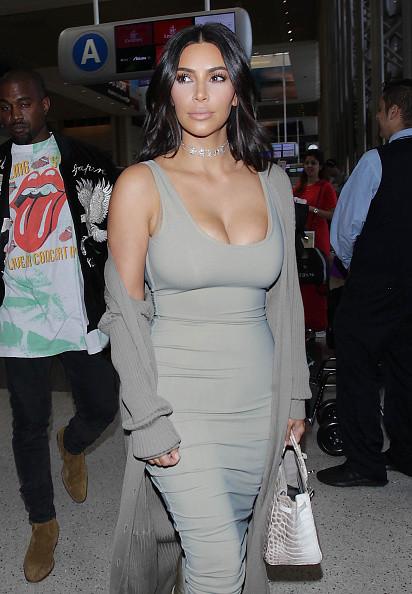 Ким Кардашьян отметила День селфи пикантным снимком