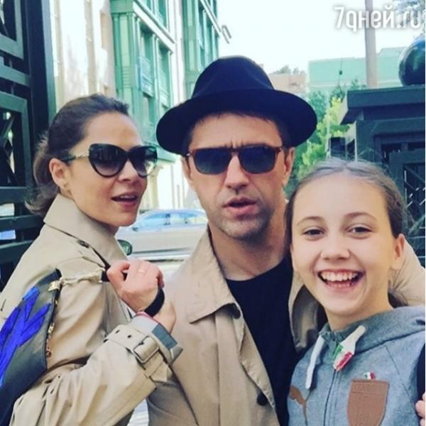 Елена Лядова прекрасно общается с дочерью Вдовиченкова от первого брака