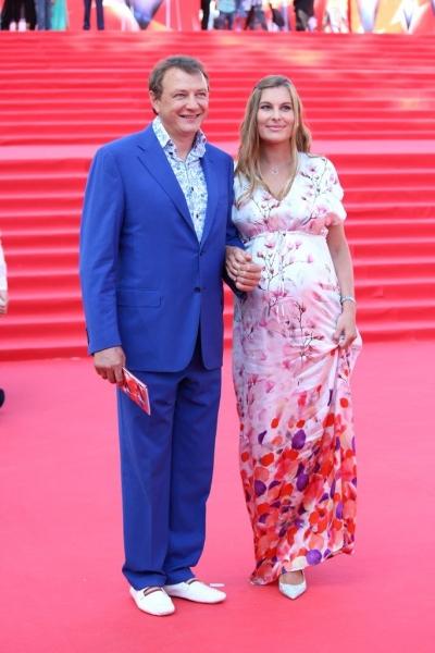 Марат Башаров пришел на ММКФ-2016 с беременной возлюбленной