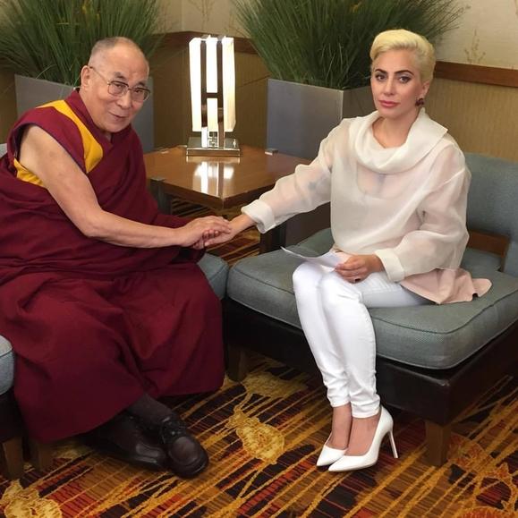 В Китае запретили музыку Леди Гаги из-за встречи с Далай-ламой