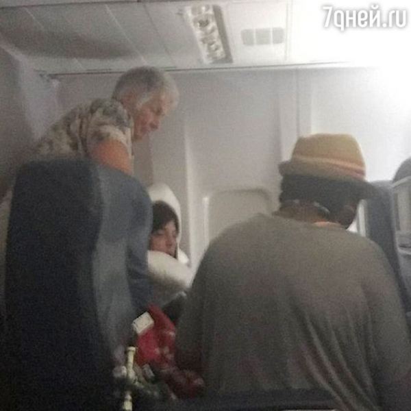 Сэлма Блейр и 5 других самых скандальных голливудских звезд-авиапассажиров