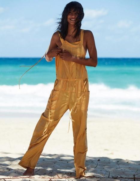 Кора Эммануэль в жгучей фотосессии для Vogue