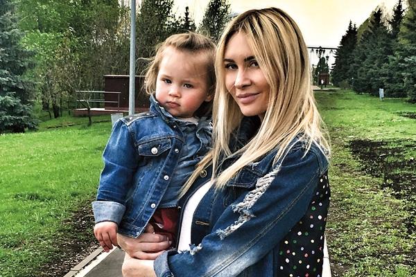 Как не сойти с ума с младенцем: опыт Подольской, Чеховой и Камирен