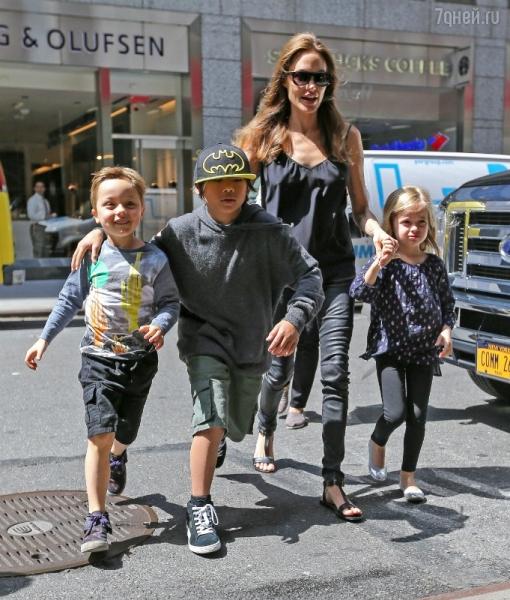 Дети Анджелины Джоли не хотят следовать ее примеру