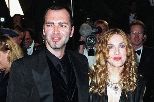Брат Мадонны отправился к алтарю