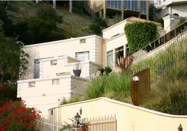 Продается дом, где умерли Бриттани Мерфи и ее муж