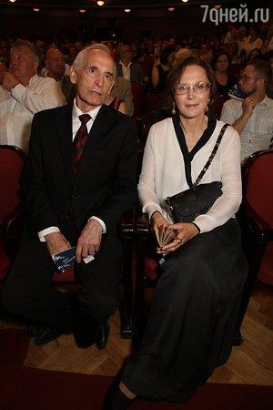 Екатерина Гусева наградила Василия Ланового