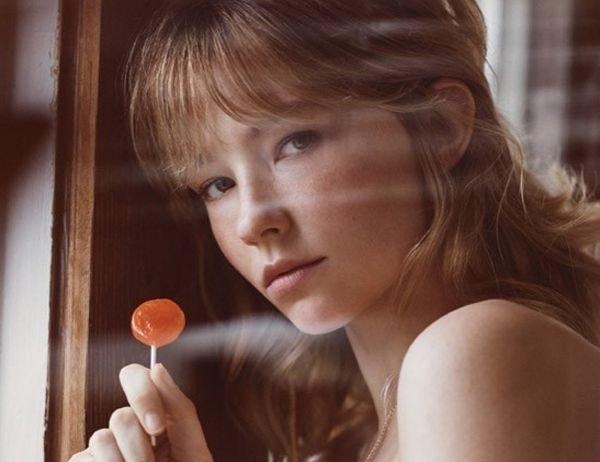 Романтичная Хейли Беннетт на обложке Interview