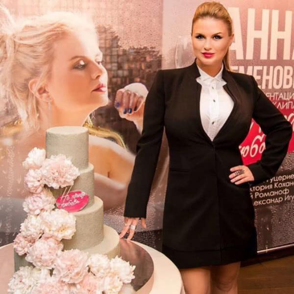 Анна Семенович объяснила, почему отменила свадьбу
