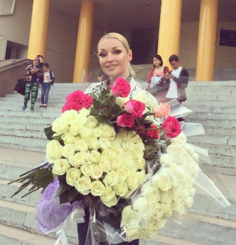 Анастасия Волочкова оправдалась за эротические шпагаты
