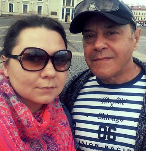 70-летний отец Стаса Костюшкина похвастался молодой женой