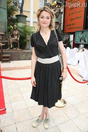 Невеста Александра Овечкина Анастасия Шубская примерила королевское платье