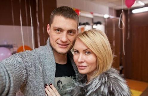 Александр Задойнов намекнул на интим с Элиной Камирен