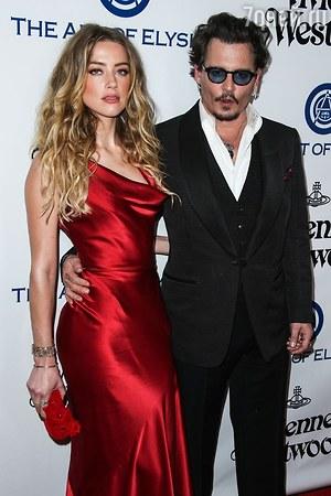 В истории с разводом Джонни Деппа появились новые осложнения