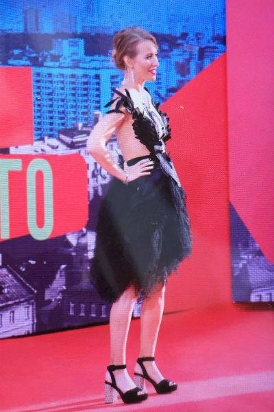 Ксения Собчак скрывает беременность под свободными платьями