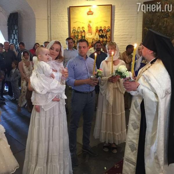 Татьяна Абраменко крестила младшую дочь в казачьих традициях