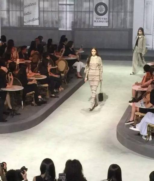 19-летняя Лиана Зубаирова из Уфы стала звездой показа Chanel