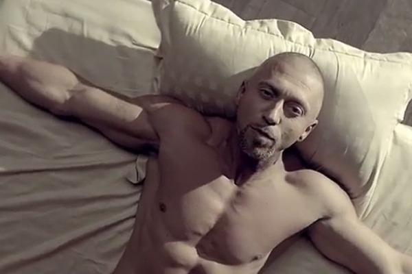 Рэпер Серега выложил видео из постели с блондинкой