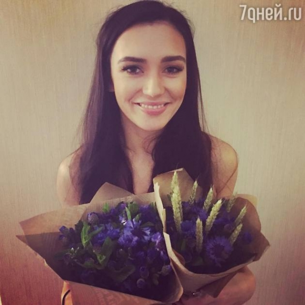 Солистка Serebro устроила девочке из Башкирии выпускной мечты