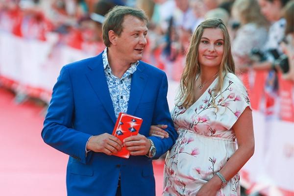 Башаров впервые вышел в свет беременной подругой