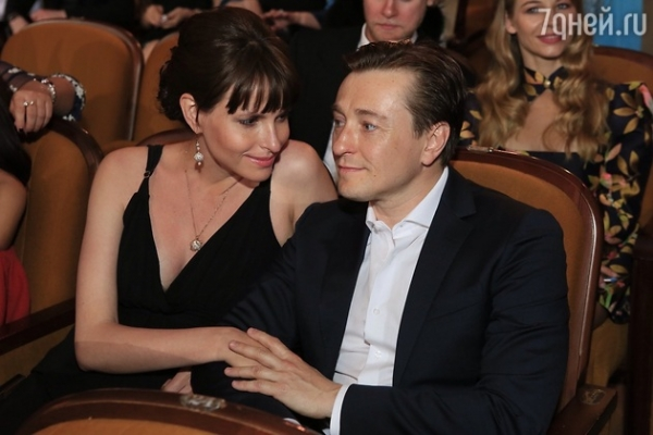 Сергей Безруков и Анна Матисон опоздали на закрытие «Кинотавра»