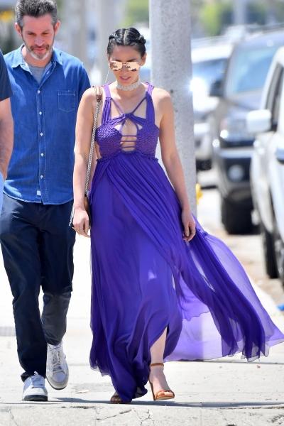 Оливия Манн посетила вечеринку в Малибу в платье из нитей