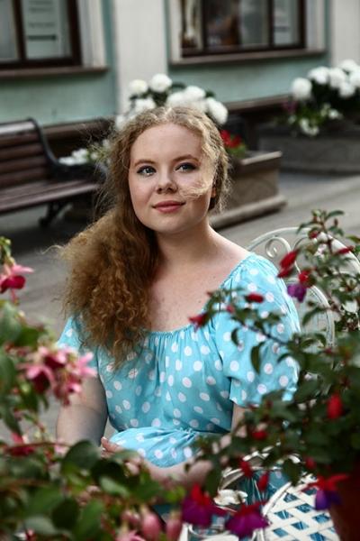 Дочь Валерия Меладзе надела на выпускной платье старшей сестры