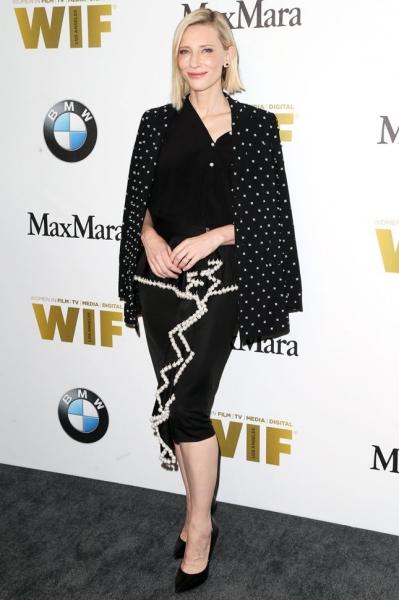 Кейт Бланшетт в необычной юбке на премии WIF