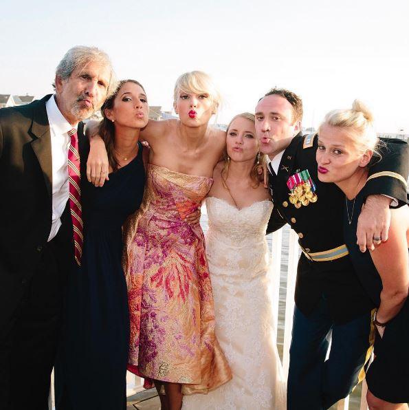 Тейлор Свифт выступила на свадьбе фанатов