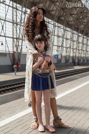 Равшана Куркова появилась на съемках вместе с дочкой