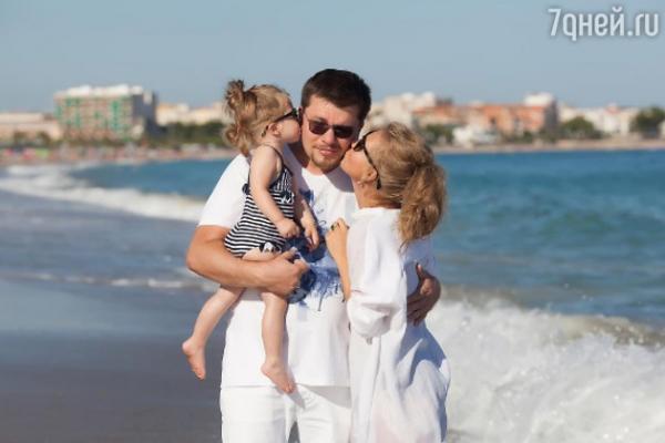 Кристина Асмус наслаждается семейной идиллией