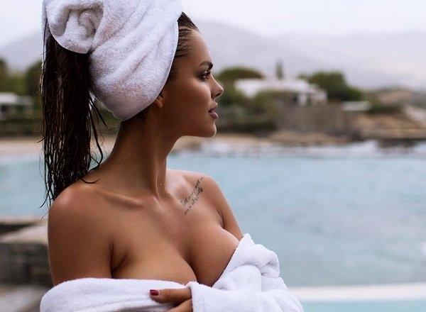 Вики Одинцова показала горячие снимки на отдыхе в Греции