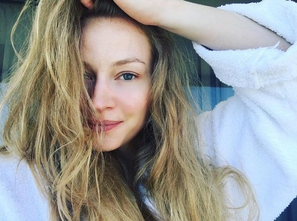 Светлана Ходченкова показала утренний снимок без грамма макияжа
