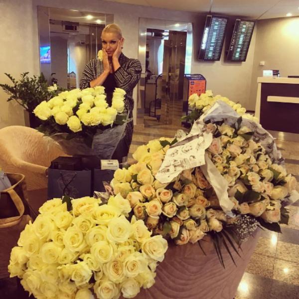 Анастасия Волочкова купается в любви неизвестного