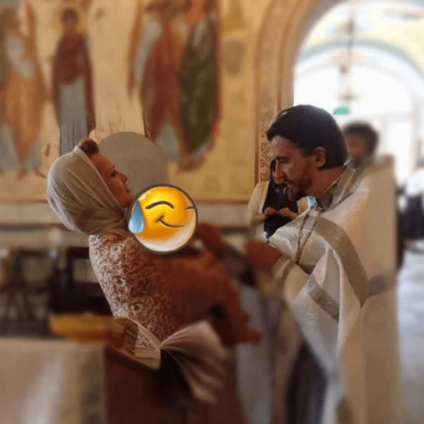 Олеся Судзиловская крестила сына