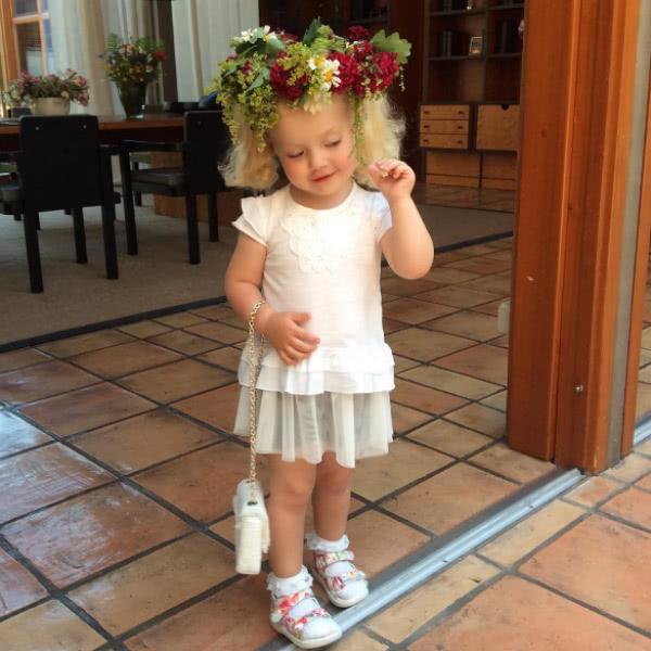 Максим Галкин поделился первым латвийским снимком дочери