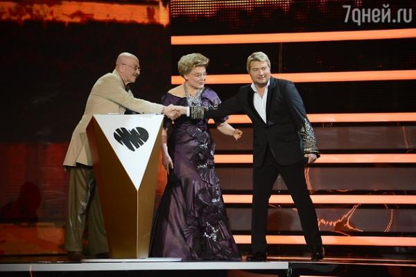 Роза Сябитова появилась на сцене в гипсе