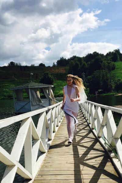 Светлана Ходченкова примерила подвенечный наряд