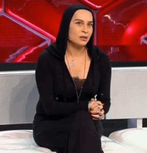 Наргиз Закирова встретилась лицом к лицу с мужем, который угрожает ей